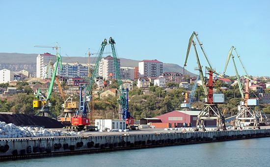 Вид на порт Махачкалы