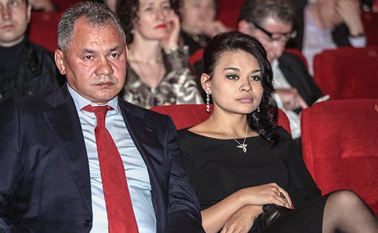 Министр обороны Сергей Шойгу сдочерью Ксенией, выпускницей экономического факультета МГИМО