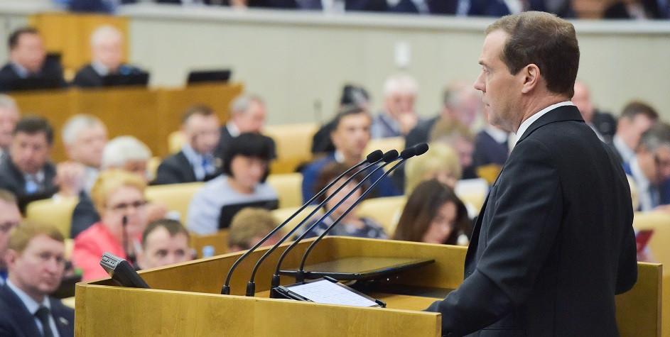 Премьер-министр РФ Дмитрий Медведев напленарном заседании Госдумы