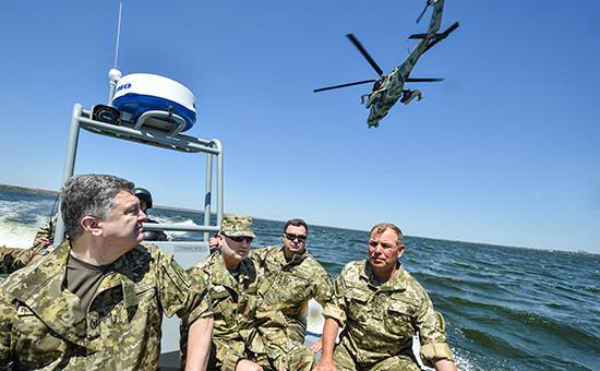 Президент Петр Порошенково время тактических учений Военно-морских сил Украины