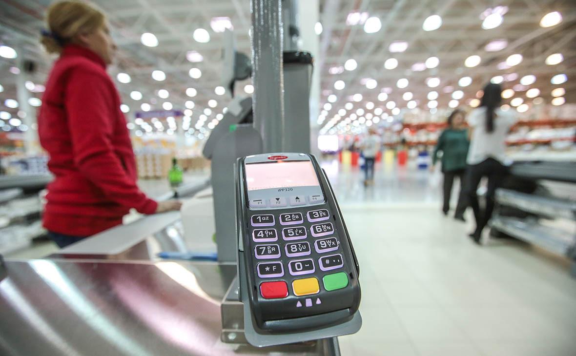 Россиянам предложат снимать наличные с карт на кассах магазинов