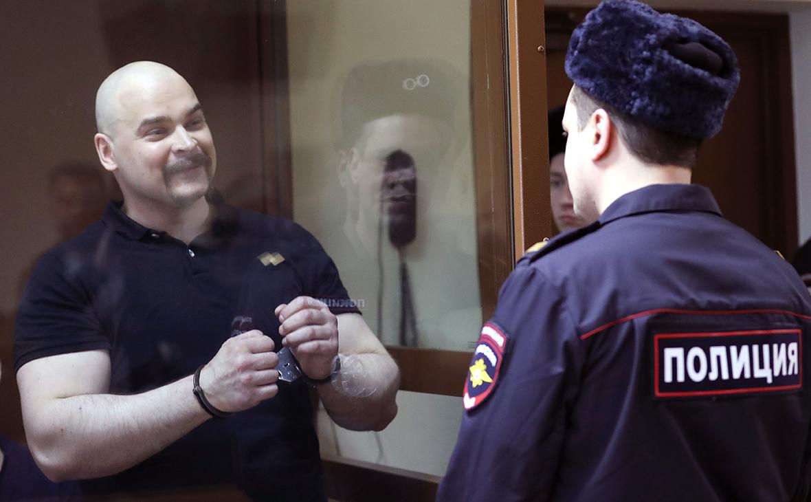Максим Марцинкевич (слева)