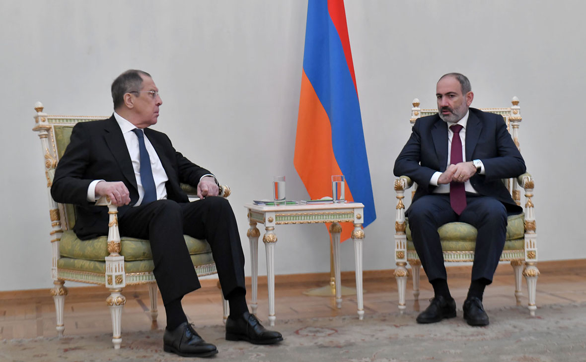 Сергей Лавров и Никол Пашинян (справа)