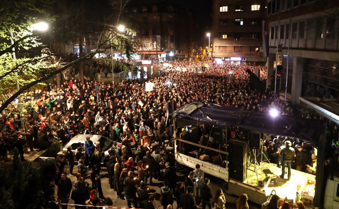 Более 1,5 тыс. демонстрантов в Белграде потребовали отставки президента