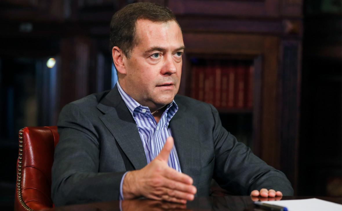 предупредить всех, фотографию дмитрия медведева с баяном двери