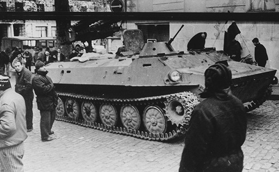 Военная техника у Дома правительства в Тбилиси. 22 декабря 1991 года