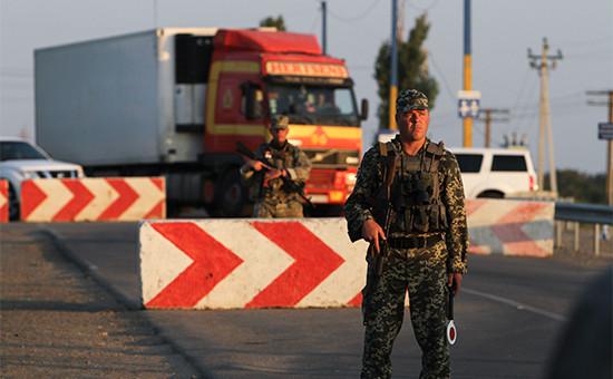 Активисты «Правого сектора» блокируюттрассу, соединяющую Украину иКрым. Архивное фото