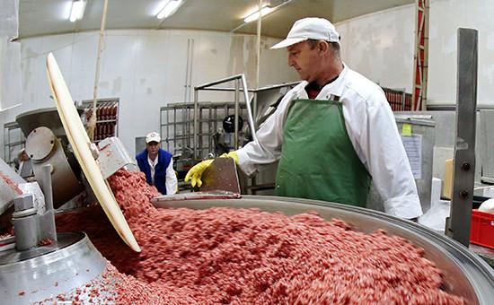 Рабочие водном изцехов мясоперерабатывающего предприятия группы компаний «Черкизово». 2014 год