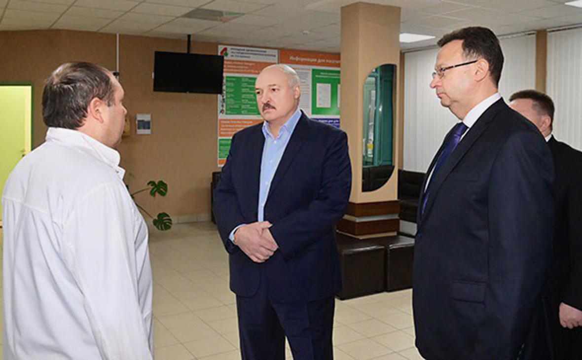 Александр Лукашенко (в центре)