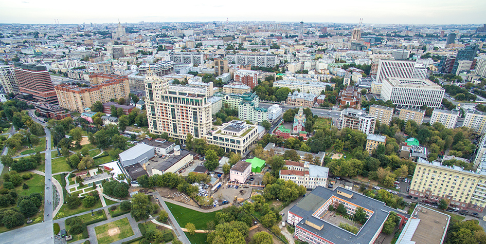 Вид на парк искусств «Музеон», гостиницу «Президент-отель», улицу Большая Якиманка