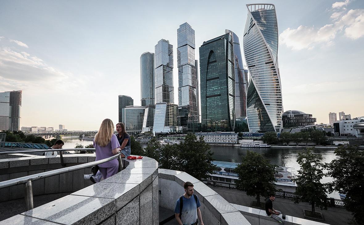 Башня «Эволюция» (справа) ММДЦ «Москва-Сити»