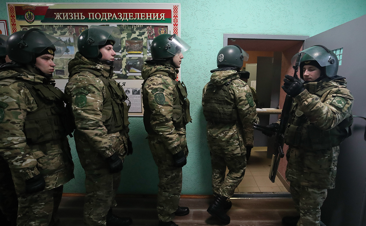 Военнослужащие бригады специального назначения внутренних войск МВД Белоруссии