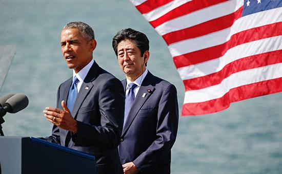 Президент США Барака Обама ипремьер-министр Японии Синдзо Абэ вовремя визита вПерл-Харбор