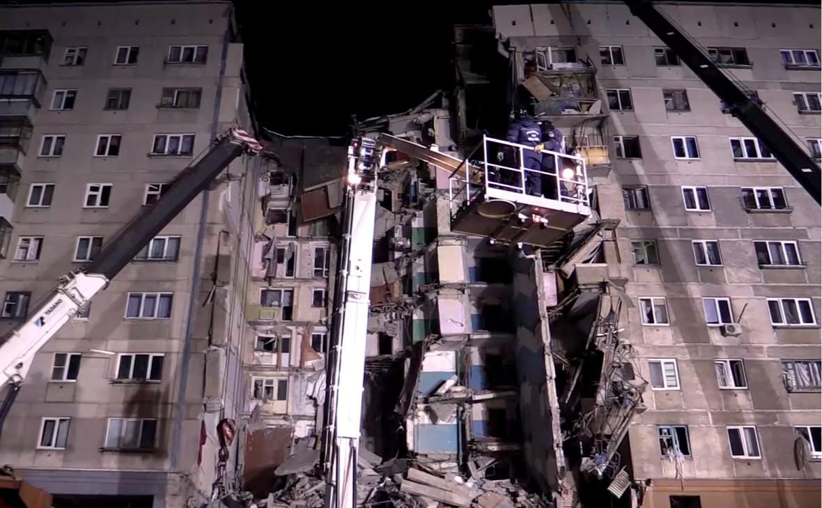 Поисково-спасательная операция на месте обрушения дома в Магнитогорске