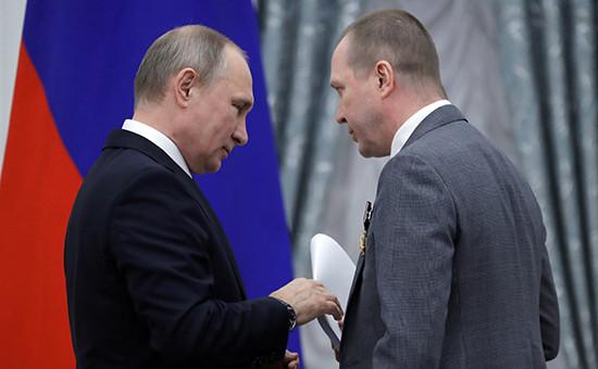 Евгений Миронов передает Владимиру Путину письмо от деятелей культуры и искусства в поддержку КириллаСеребренникова