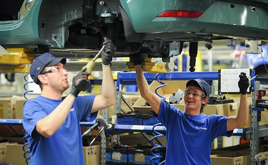 В сборочном цехе завода по производству автомобилей Hyundai