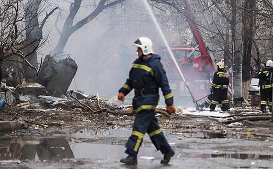 Тушение пожара наместе взрыва вжилом многоквартирном доме наулице Космонавтов вВолгограде