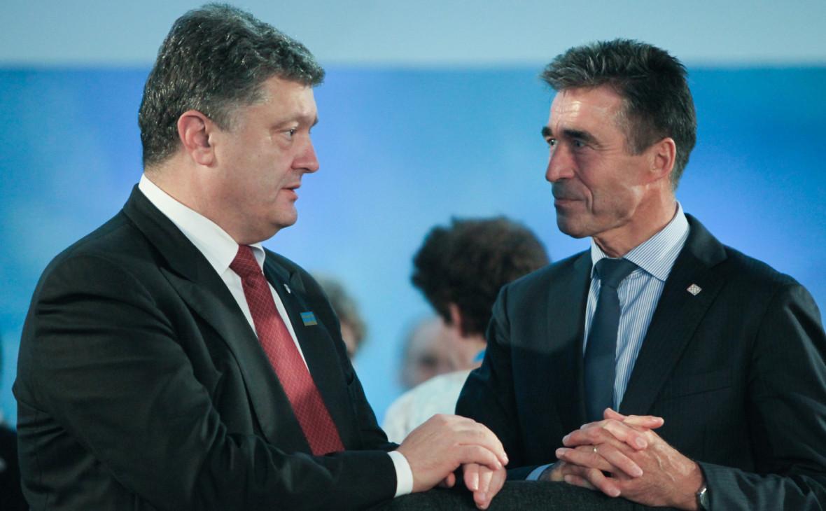 Порошенко уволил бывшего генсека НАТО с поста советника