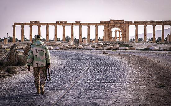 Большая колоннада в исторической части города Пальмиры
