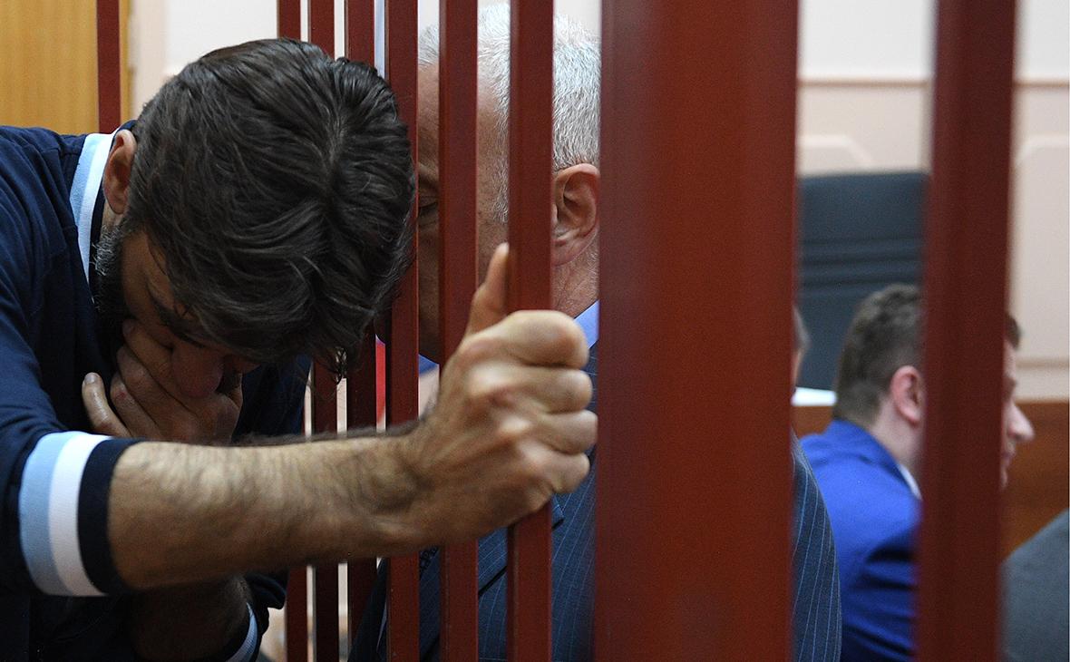 Людей без диплома юриста лишили права представлять интересы сторон в суде