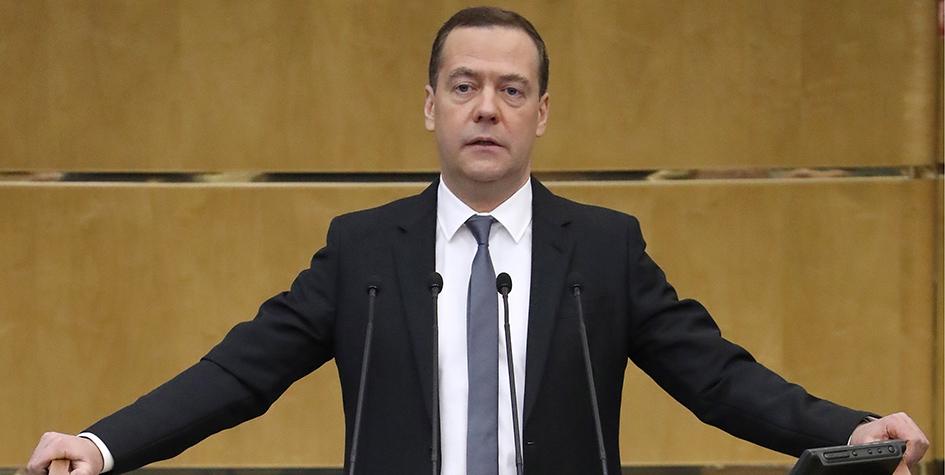 Премьер-министр РФ Дмитрий Медведев во время выступления с отчетом о деятельности правительства за 2017 год на дополнительном пленарном заседании Государственной думы РФ