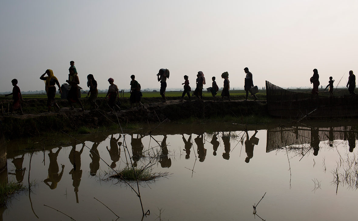 Беженцы рохинджа рядом с границей между Бангладешом и Мьянмой. 5 сентября 2017 года