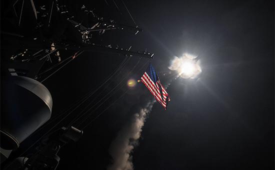 Во время запуска крылатых ракет большой дальности «Томагавк» сэсминца типа «Арли Берк» USS Porter ВМС США