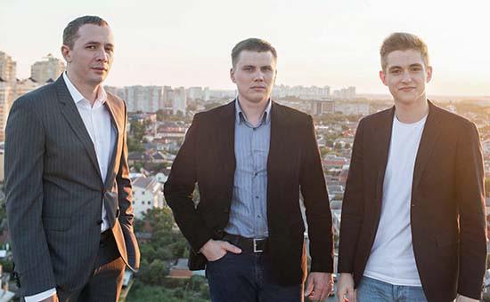 Предприниматели Дмитрий Самородов, Виктор АндриенкоиРусланКорниенков (слева направо)