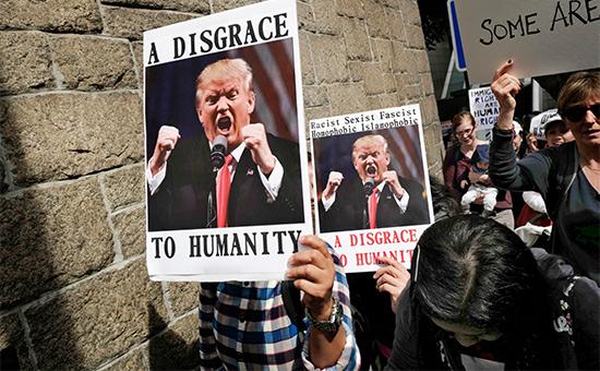Протестующие против указа Трампа в Гонконге
