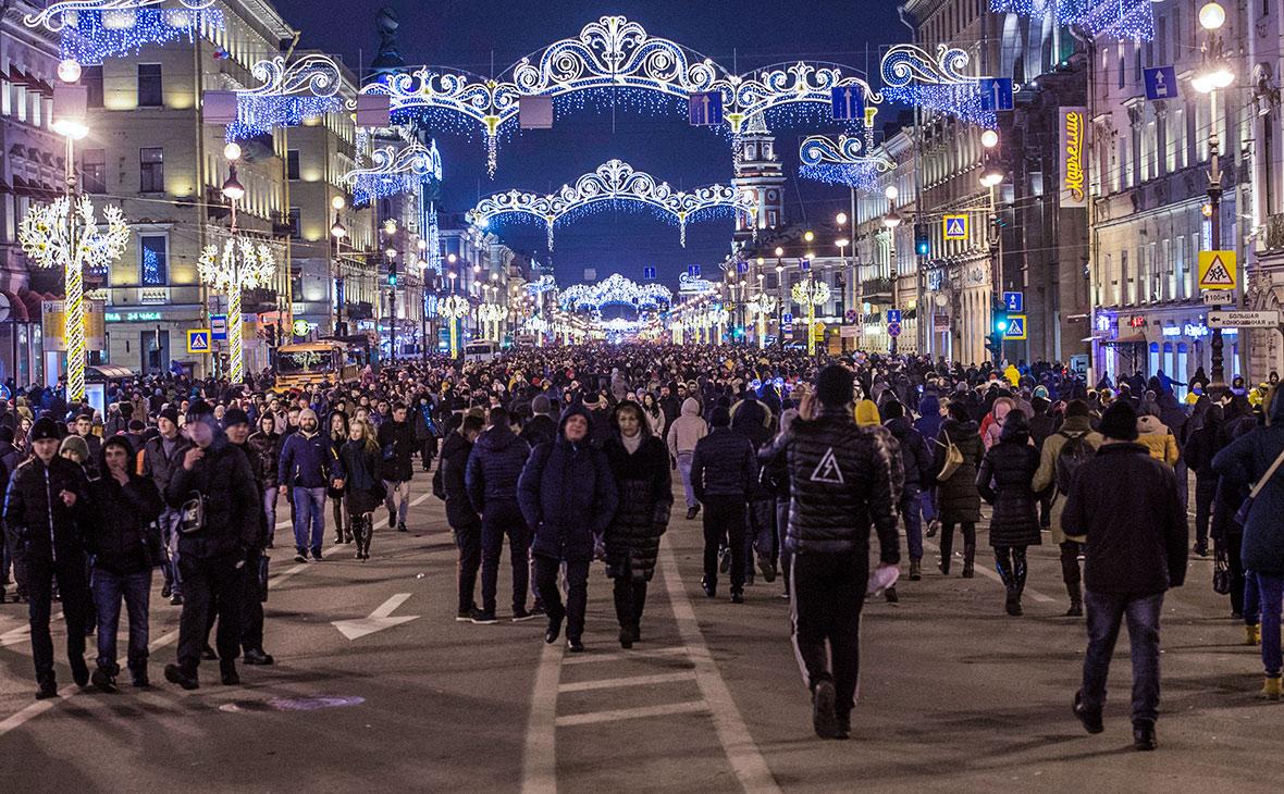 Празднование Нового года на Невском проспекте в Санкт-Петербурге