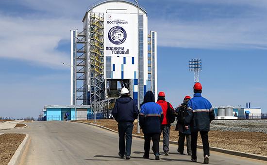 Мобильная башня обслуживания ракеты-носителя «Союз-2.1а» накосмодроме Восточный