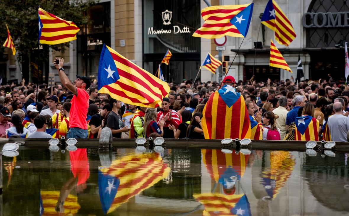 Сторонники независимости Каталонии на митинге в Барселоне в 2019 году