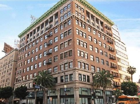 Фото:Звезда фильма «Адреналин» Джейсон Стэтхем продает квартиру в Голливуде