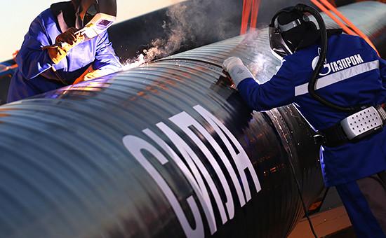 Сварка первого звена магистрального газопровода «Сила Сибири» врайоне села Ус Хатын, сентябрь 2014 года