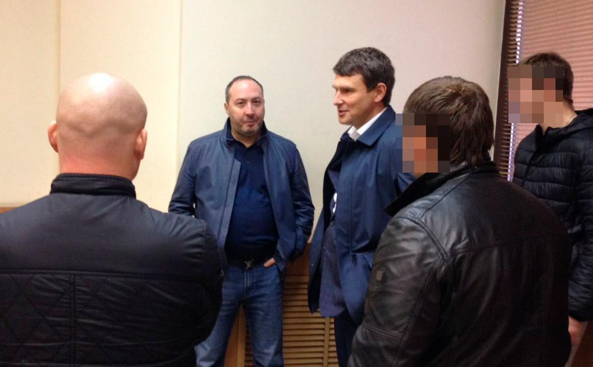 Генеральный директор — владелец 100% компании ОПК Дмитрий Атрощенкои владелец 74% акций Барышского мясокомбината Михаил Лакшин (слева направо)