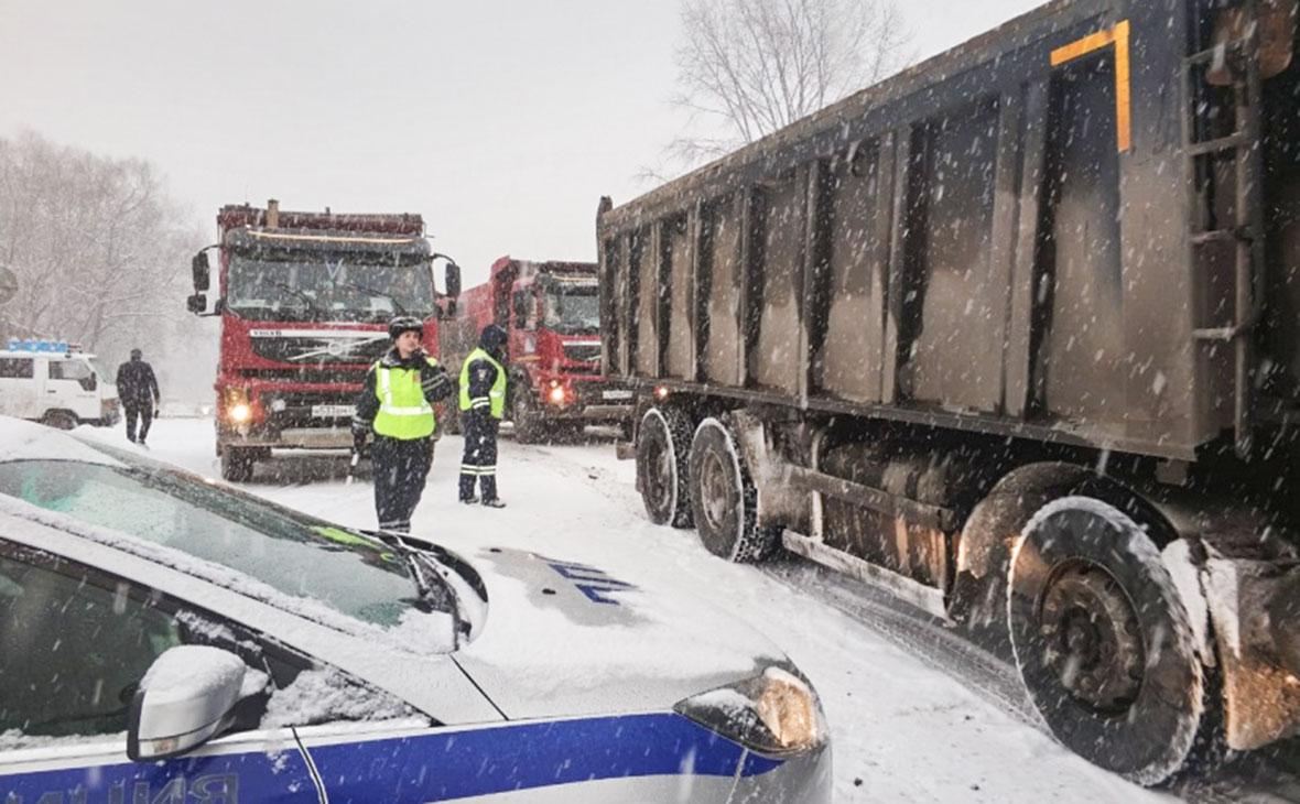 В пригороде Владивостока столкнулись 48 автомобилей