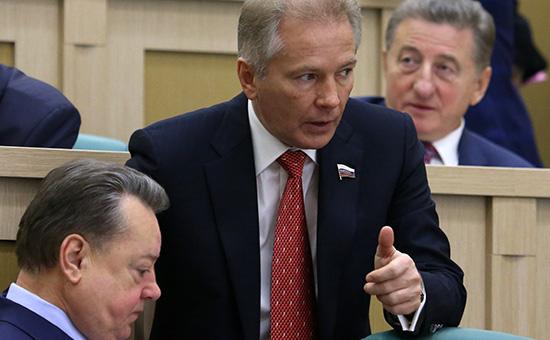 Валерий Пономарев (в центре)
