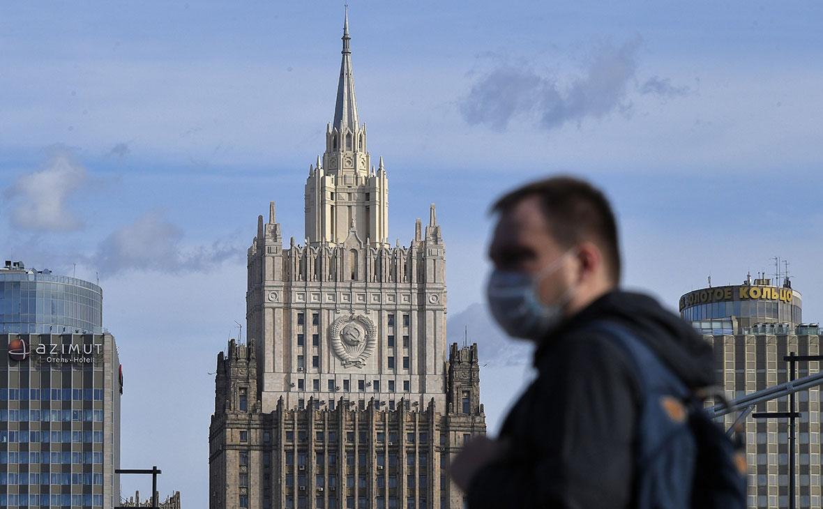 Госдума попросит лишить аккредитации FT и NYT за статьи о COVID в России