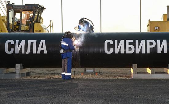 Сварка первого звена магистрального газопровода «Сила Сибири» врайоне села Ус Хатын, 2014 год