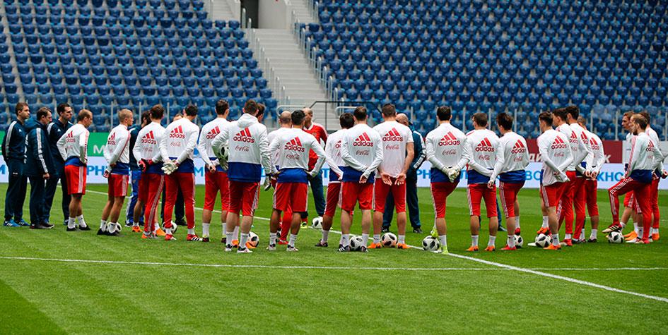 Сборная России сыграет в траурных повязках в матче против Франции