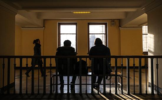 Студенты в коридоре главного здания Московского государственного университета им. М.В. Ломоносова. Архивное фото