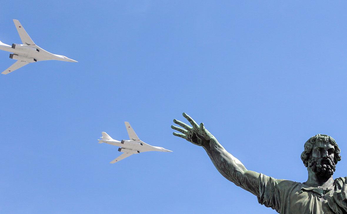 Сверхзвуковые бомбардировщики-ракетоносцы Ту-160