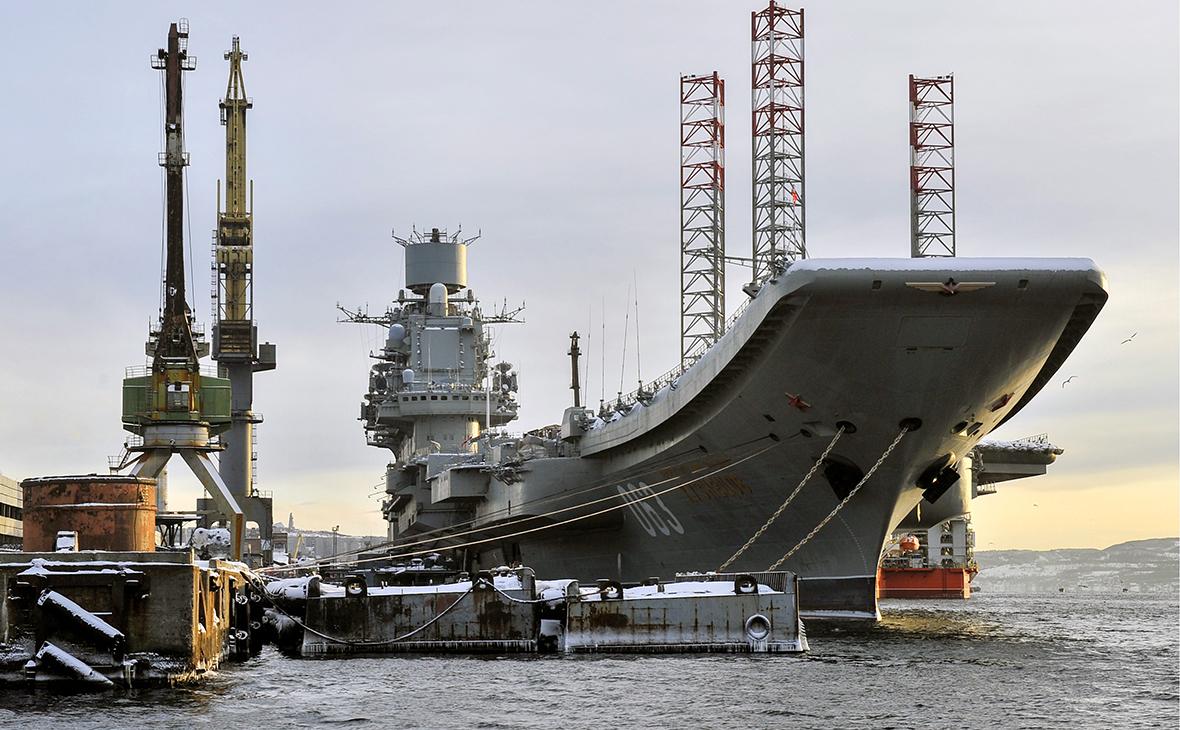 Тяжелый авианесущий крейсер «Адмирал Кузнецов» в порту Мурманска
