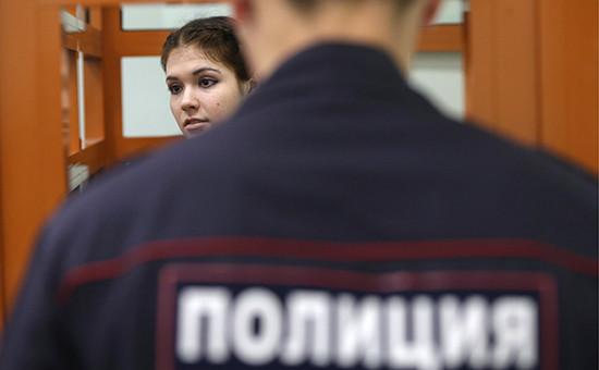 Студентка МГУ Александра Иванова (Варвара Караулова) вовремя заседания Московского окружного военного суда, 6 октября 2016 года