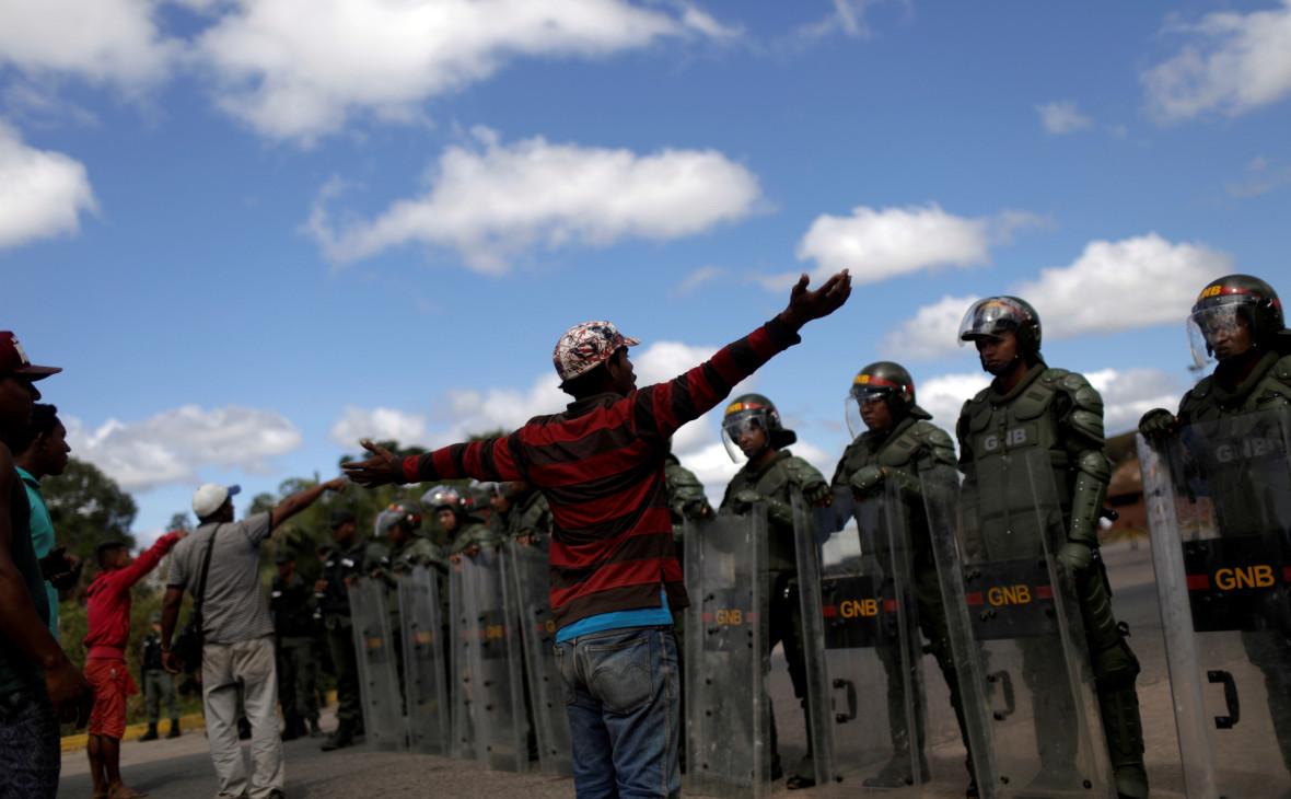 Венесуэльские солдаты на границе с Бразилией