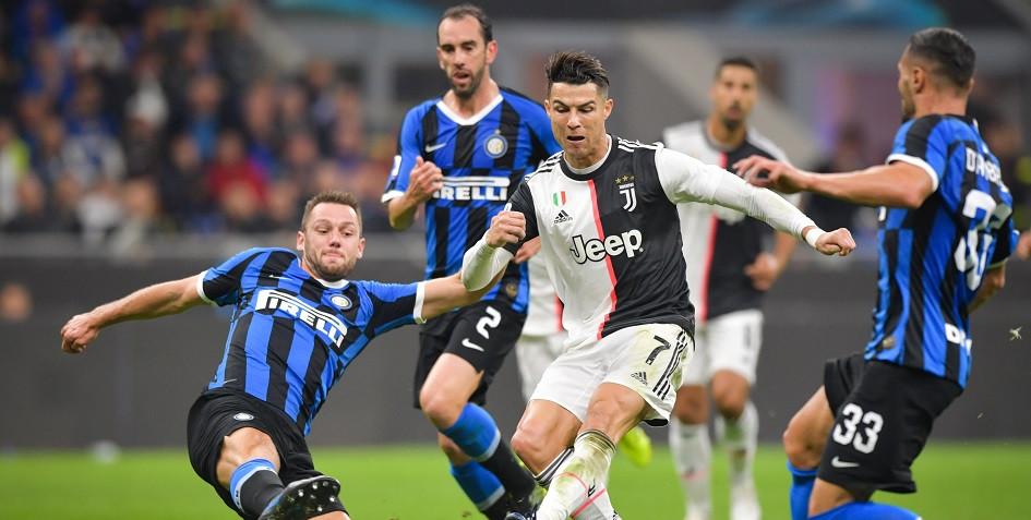 Матч чемпионата Италии по футболу между «Ювентусом» и «Интером»