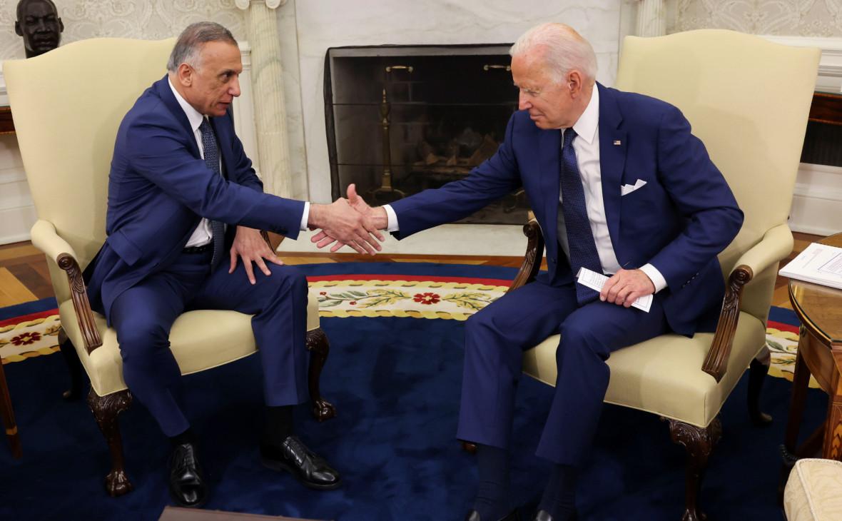 مصطفی قدیمی (چپ) و جو بایدن (راست)