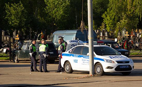 Полиция на Хованском кладбище в Москве