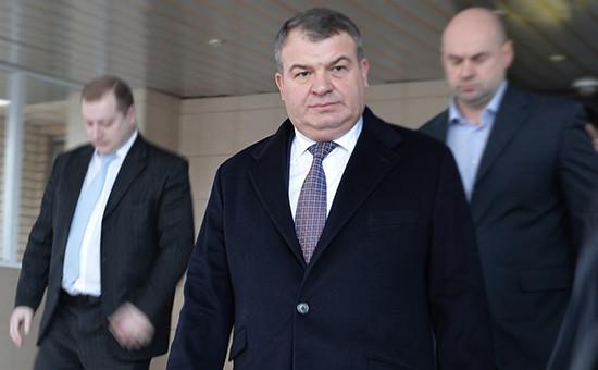 Бывший министр обороны Анатолий Сердюков (в центре)