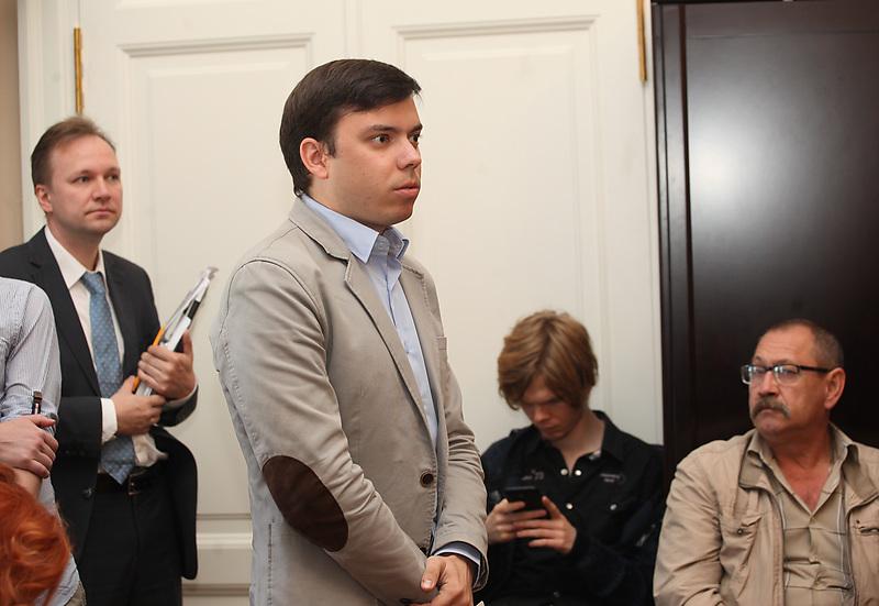 Александр Шуршев (в центре)